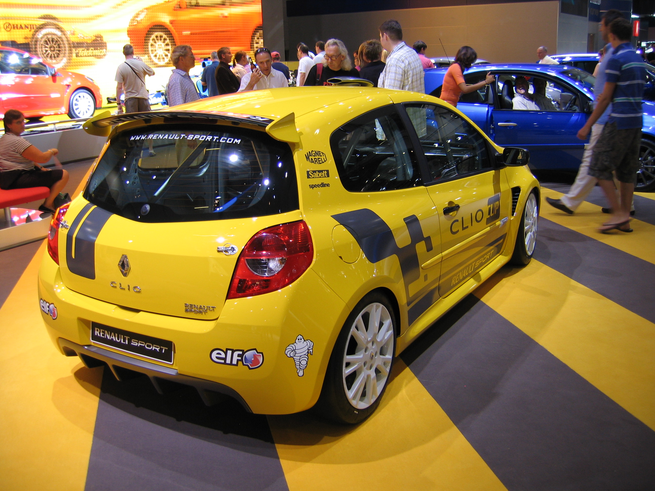 novi renault clio cup sa 220 ks. Black Bedroom Furniture Sets. Home Design Ideas