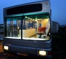 Man NL202 gradski autobus, koji je pretvoren u topao dom