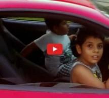 Video: Totalna neodgovornost roditelja! Dva dječaka provozala tatin Ferrari F430 dok ih je on snimao kamerom!