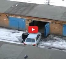 Video: Pogledajte ženu koja je izvela najsporije parkiranje u garažu svih vremena!