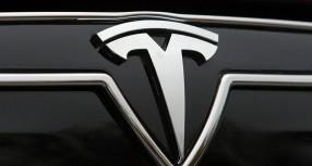 Tesla opoziva 53.000 automobila