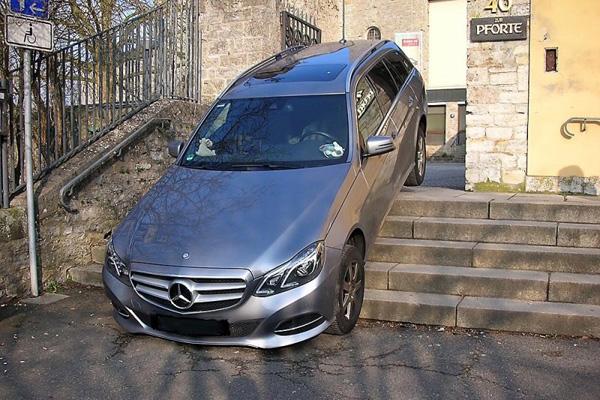Mercedesa E-Klasa (1)