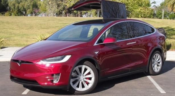 Predstavljen Tesla Model X 60D
