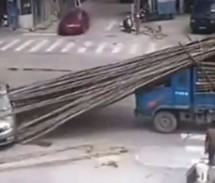 Vozačica Škode oduzela prednost pa srećom preživila (VIDEO)