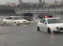 Pogledajte kako Audi krstari kraj poplavljenih BMW-a (VIDEO)