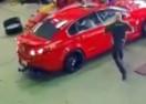 DRŽ'TE LOPOVA! AUSTRALAC usred bijela dana ušetao u servis Holdena sjeo u automobil i pobjegao! (VIDEO)