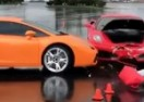 I najbolji griješe: Profesionalni vozač zabio Ferrari u Lambo i okrivio kišu (VIDEO)