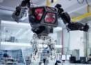 Transformersi stižu: Napravljen robot od tonu i po, hoda kao čovjek i radi šta želite! (VIDEO)