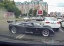 OBRUKAO SE: Vlasnik Ultima GTR izgubio kontrolu usred grada! (VIDEO)