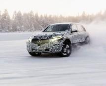 Drift Mercedes-Benz EQ C modela na snijegu i ledu (VIDEO)