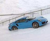 KAO MAČKA UZ DRVO: Uzbrdo po snijegu u Porsche 911 Turbo S! (VIDEO)