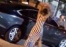 Prevarena djevojka zapalila dečku skupocjeni automobil (VIDEO)