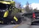 Ne smatraju ga slučajno najbezbjednijim autom: Čvrsta karoserija VOLVA spasila mu život! (VIDEO)