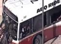 Šokantna snimka sudara kamioneta s autobusom (VIDEO)