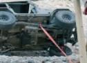 Evo kako možete izvući automobil iz gliba s dvije grede i malo špage (VIDEO)