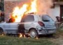 NAPUNIO GA SLAMOM I POLIO BENZINOM: Još jedan auto izgorio zbog rigoroznih pravila! (VIDEO)