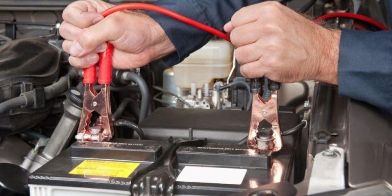 Akumulator-prazan-akumulator-paljenje-na-kleme-kablove