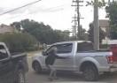 Usred bijela dana iz dvorišta ukrali auto, snimila ih kamera (VIDEO)