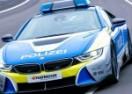 Policijski BMW je strah i trepet Autobahna (VIDEO)