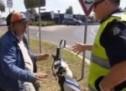 Bosanac u Australiji pokušava objasniti zašto vozi bez registracije i vozačke! (VIDEO)
