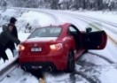 Evo zbog čega je vožnja po snijegu užasno opasna (VIDEO)