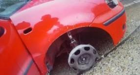 Pijani Englez vozio autoputem, ali bez pneumatika! (FOTO)