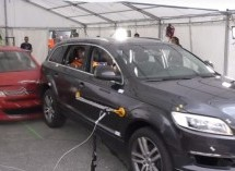 Veličina je bitna: Evo što se dogodi kada se mali Citroen zabije u Audijev SUV (VIDEO)