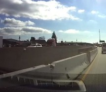 Teslin autopilot nije 'vidio' betonsku ogradu (VIDEO)